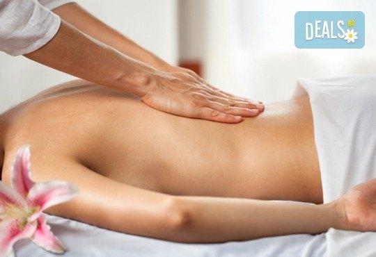 Релаксиращ масаж на гръб, ръце и длани с подбрани етерични масла от жасмин, евкалипт и алое в Студио МАНИЯ - Снимка 1