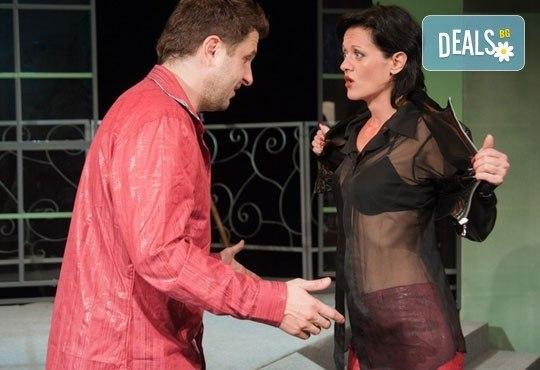 Асен Блатечки във великолепната комедия Бившата жена на моя живот на 03.12, от 19 ч, Театър Сълза и Смях - Снимка 2