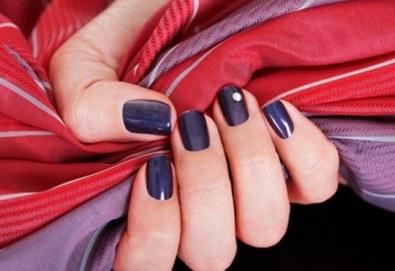 Украсете ноктите си с бляскавите цветове на Bluesky и 2 декораци в студио за маникюр Ели - Снимка