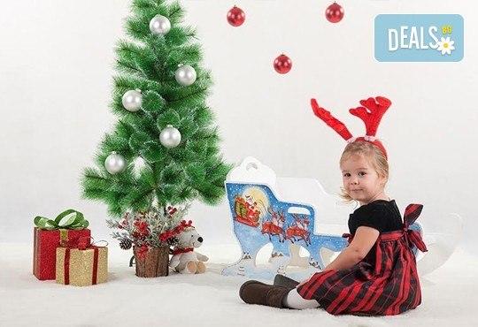 Направете незабравим подарък на себе си или любим човек! Професионална Коледна фотосесия в студио и обработка на всички заснети кадри от Chapkanov photography! - Снимка 3