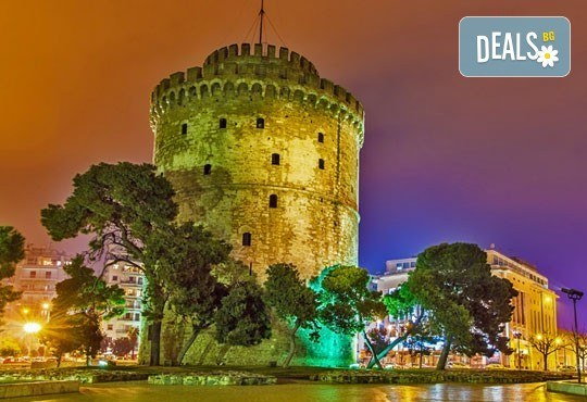 Коледни празници в Солун с възможност за посещение на Метеора: 2 нощувки със закуски, транспорт и водач от Глобул Турс! - Снимка 1