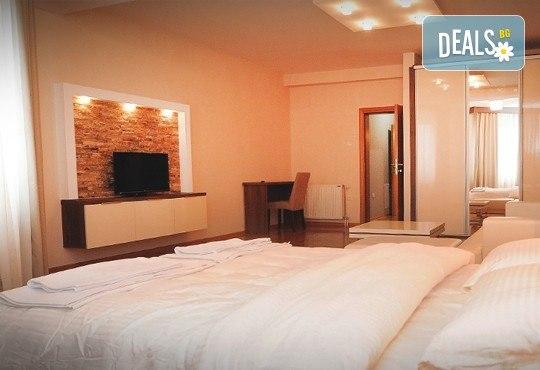 Посрещнете новата 2017 година в Ниш, Сърбия: 2 нощувки със закуски и 2 празнични вечери в Hotel Uni Elita Lux 3 *! За дете до 3 години - безплатно! - Снимка 4