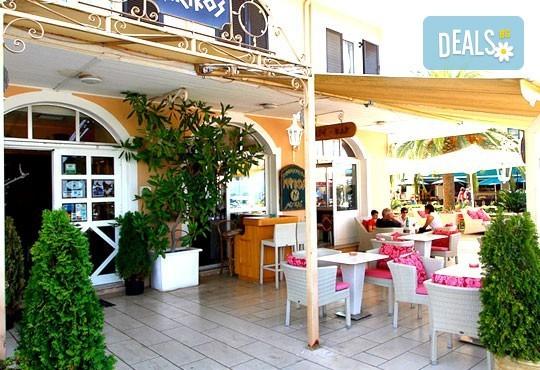 Нова година на о. Лефкада, Гърция! 3 нощувки със закуски и 2 обикновени и 1 празнична вечеря в Hotel Nirikos 3*, транспорт и водач от Еко Тур Къмпани! - Снимка 8