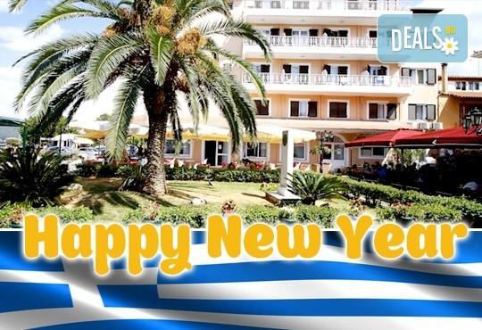 Нова година на о. Лефкада, Гърция! 3 нощувки със закуски и 2 обикновени и 1 празнична вечеря в Hotel Nirikos 3*, транспорт и водач от Еко Тур Къмпани! - Снимка 1