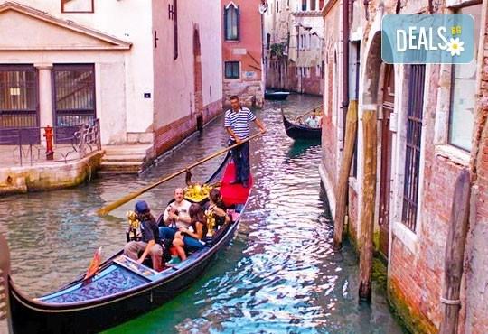 На Свети Валентин във Венеция, Италия! 2 нощувки със закуски в хотел 2/3*, транспорт и богата програма - Снимка 2