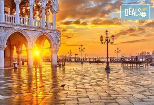 На Свети Валентин във Венеция, Италия! 2 нощувки със закуски в хотел 2/3*, транспорт и богата програма - Снимка 4