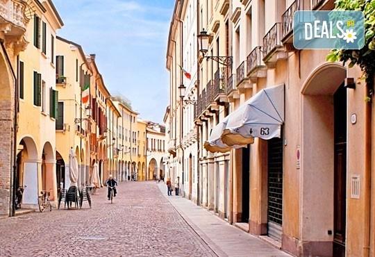 На Свети Валентин във Венеция, Италия! 2 нощувки със закуски в хотел 2/3*, транспорт и богата програма - Снимка 5