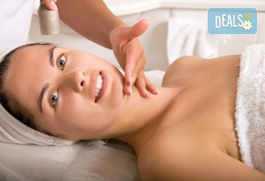 Подарете си блаженство, събрано в 60-минутен масаж Релакс с лавандула и маточина, и бонус: масаж на лице в студио Giro! - Снимка 2