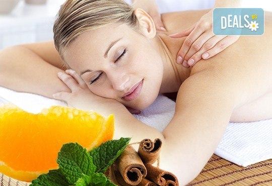 Празнично ухание! 60 минути релакс с аромат на портокал и канела с масаж на цяло тяло в студио Giro! - Снимка 1