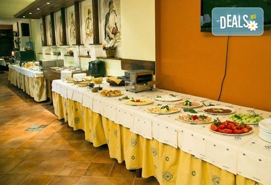 Коледни празници в Родопите! 2 нощувки, 2 закуски и празнична вечеря, ползване на термален басейн и сауна в СПА Хотел Девин 4* и транспорт! - Снимка 8