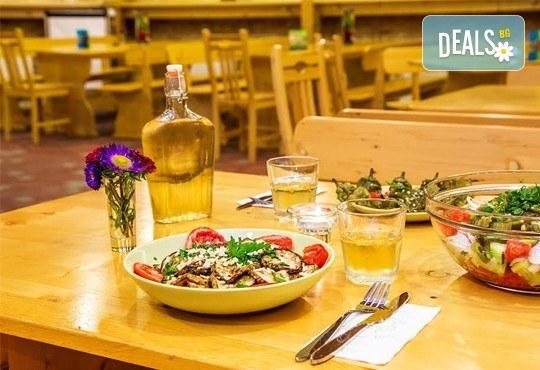 Елате за 8-ми декември в Еко селище Дебели Даб! 1 нощувка със закуска и Празнична вечеря с тристепенно меню и напитки! - Снимка 5