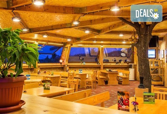 Елате за 8-ми декември в Еко селище Дебели Даб! 1 нощувка със закуска и Празнична вечеря с тристепенно меню и напитки! - Снимка 6
