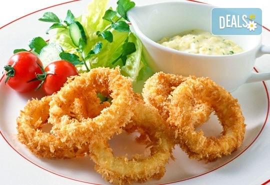 Панирани пресни калмари със сос айоли и домашни пържени картофи с розмарин от Club Gramophone - Sushi Zone! - Снимка 1