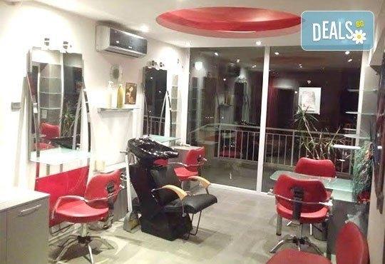 За красива коса! Подстригване, терапия по избор, оформяне на прическа със сешоар в салон за красота Sassy! - Снимка 7
