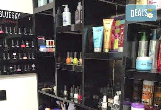 Боядисване в стил омбре, масажно измиване и нанасяне на маска, оформяне на прическа със сешоар в салон Flowers 2 - Снимка 8