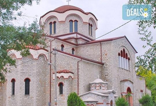 Усетете Коледния дух на Гърция! 1 нощувка със закуска в хотел 2* в Кавала, транспорт, посещение пещерата Маара и Драма - Снимка 3