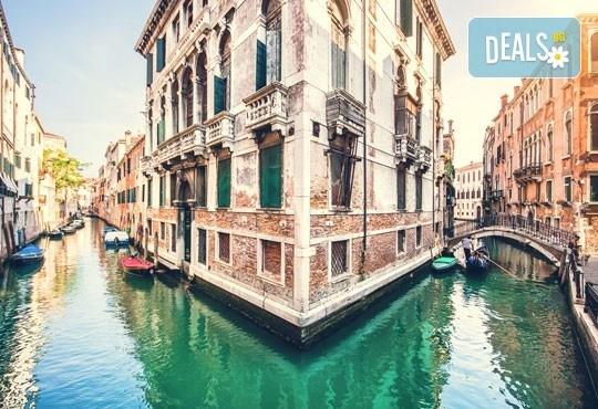 Във Венеция по време на карнавала! Самолетна екскурзия с 4 нощувки със закуски в хотел 2*, билет, летищни такси и трансфер! - Снимка 5