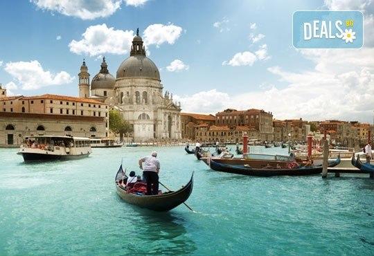Във Венеция по време на карнавала! Самолетна екскурзия с 4 нощувки със закуски в хотел 2*, билет, летищни такси и трансфер! - Снимка 4