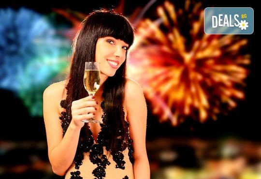 Нова година в Охрид, Македония: 3 нощувки, 3 закуски 2 обикновени и 1 празнична вечеря в HotelGranit 4*, транспорт и водач от Комфорт Травел! - Снимка 5