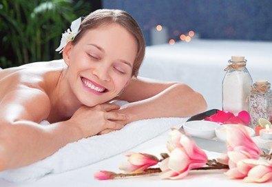 Отпуснете се с 60-минутен антистрес масаж на цяло тяло с арома масла в Luxury Wellness&Spa!