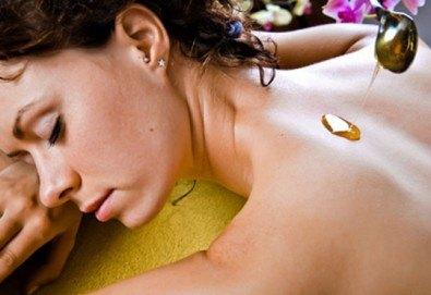 Медена терапия или детоксикация с мед на гръб и крака и бонус масаж на глава в студио за масажи RG Style - Снимка