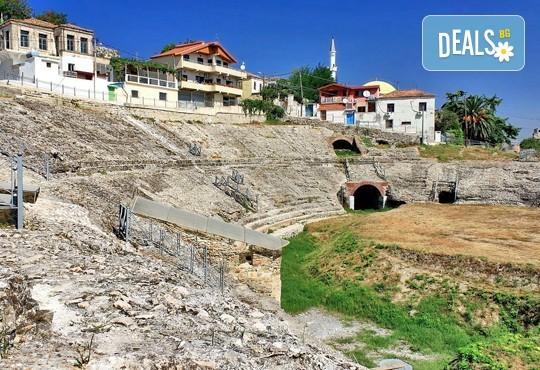 През април в Албания: 3 нощувки със закуски и вечери, пешеходни разходки в Дуръс и Охрид с транспорт от Ариес Холидейз! - Снимка 1