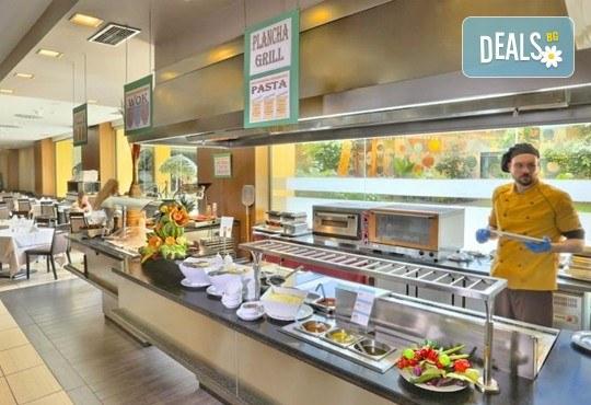 Нова година в Коста Дел Сол, Испания! 5 нощувки със закуски и вечери в Hotel Gran Cervantes 4*, Новогодишна вечеря, самолетен билет, трансфери - Снимка 9
