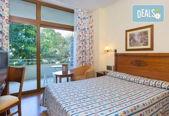 Нова година в Коста Дел Сол, Испания! 5 нощувки със закуски и вечери в Hotel Gran Cervantes 4*, Новогодишна вечеря, самолетен билет, трансфери - Снимка 4