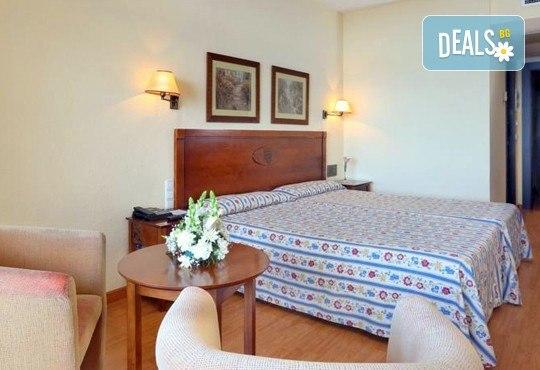 Нова година в Коста Дел Сол, Испания! 5 нощувки със закуски и вечери в Hotel Gran Cervantes 4*, Новогодишна вечеря, самолетен билет, трансфери - Снимка 5
