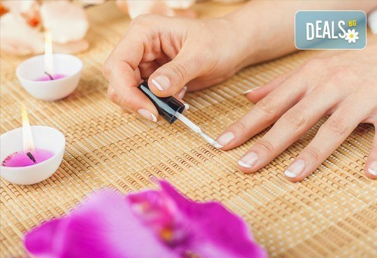 Класически маникюр с гел лак SNB/Bluesky и 2 декорации с печати или гел върху естествен нокът и маникюр с лак China Glaze в салон Flowers - Снимка 2