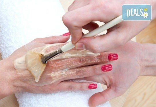 120-минутна терапия - дълбокотъканен масаж на цяло тяло, пилинг с кафява захар, зонотерапия и парафинова маска на ръце в Senses Massage & Recreation! - Снимка 3