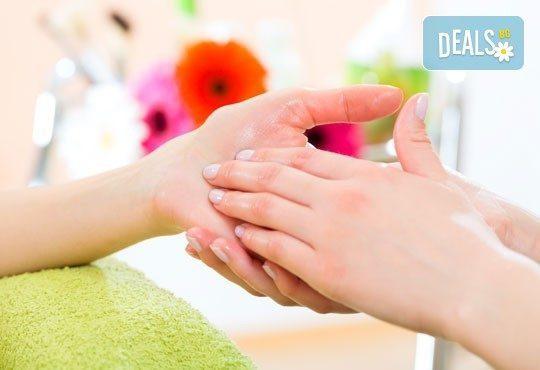 Грижа за ръцете през студените дни! 50-минутна парафинова терапия във фризьорски салон Ани, Бели брези! - Снимка 2