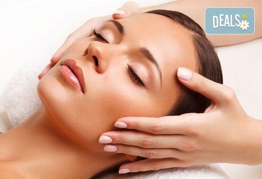 Мануално почистване на лице с лечебен масаж или хидратираща терапия и оформяне на вежди от салон Flowers 2 в Хаджи Димитър - Снимка 3