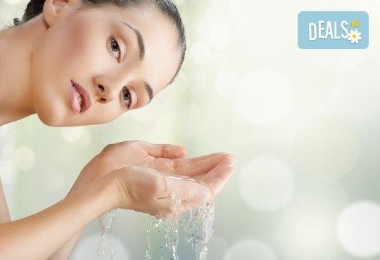 Мануално почистване на лице с лечебен масаж или хидратираща терапия и оформяне на вежди от салон Flowers 2 в Хаджи Димитър - Снимка 1