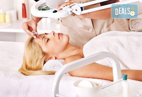Мануално почистване на лице с лечебен масаж или хидратираща терапия и оформяне на вежди от салон Flowers 2 в Хаджи Димитър - Снимка 2