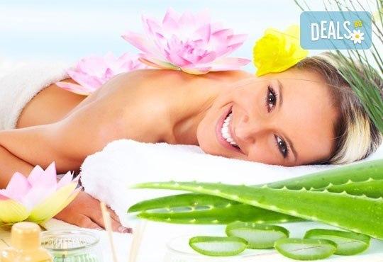 Релаксиращ, арома или класически масаж на гръб с етерични масла жасмин, макадамия или алое в Студио за красота SUNCHITA! - Снимка 1