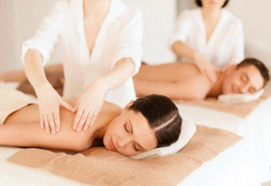 Светът е за двама! Два синхронни релаксиращи масажа на цяло тяло с етерични ароматни масла и билки в Chocolate studio - Снимка