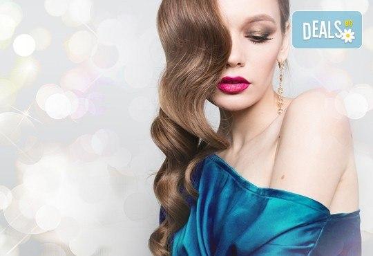 Свежа и бляскава коса! Измиване, подхранваща маска за коса, оформяне на празнична прическа по избор във Визия и Стил - Снимка 1