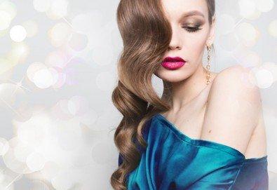 Свежа и бляскава коса! Измиване, подхранваща маска за коса, оформяне на празнична прическа по избор във Визия и Стил - Снимка