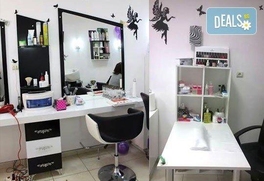 Празнична визия! Класически или френски маникюр, 2 декорации, измиване на косата и оформяне на празнична прическа по избор, салон Визия и стил! - Снимка 8