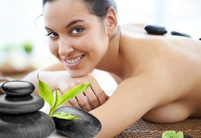 Без стрес и умора! 60-минутен дълбоко релаксиращ масаж на цяло тяло с топли вулканични камъни в комбинация с ароматерапия в салон за красота ФЛЕШ! - Снимка