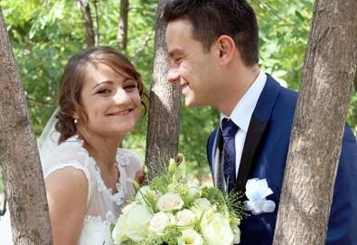 Купи сега! Фото и видео заснемане на сватбено тържество на дата по избор през 2017г с голяма отстъпка от Townhall Productions! - Снимка