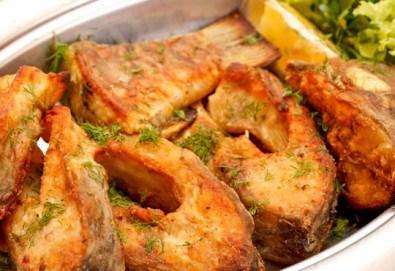 Вечеря за ценители! ЕДИН кг. хрупкава пържена риба: шаран и сафрид от Ресторант Сан Мартин! - Снимка
