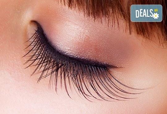 Копринени мигли! Удължаване и сгъстяване на мигли чрез метода косъм по косъм в салон Nail Bar! - Снимка 3