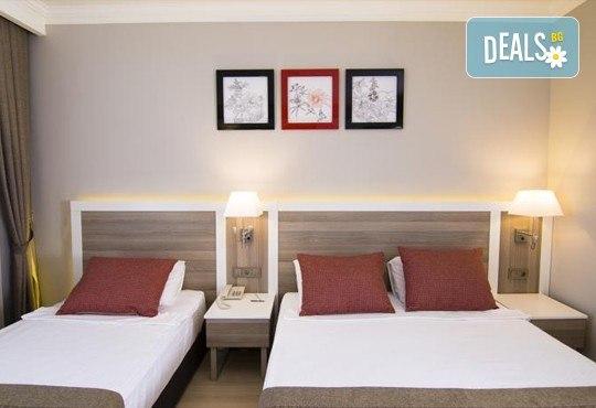 Нова година в Сиде! 4 нощувки на база Ultra All Inclusive в PORT RIVER HOTEL & SPA 5*, Гала вечеря, двупосочен билет, летищни такси и трансфери - Снимка 2