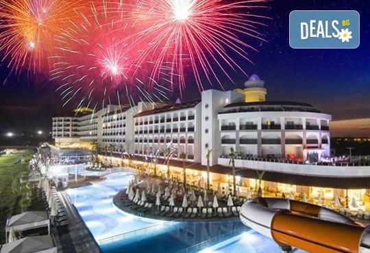Нова година в Сиде! 4 нощувки на база Ultra All Inclusive в PORT RIVER HOTEL & SPA 5*, Гала вечеря, двупосочен билет, летищни такси и трансфери - Снимка 1