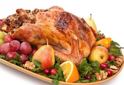 Пълнена пуйка с ориз и зеленчуци по традиционна рецепта върху кисело зеле от кулинарна работилница Деличи! - Снимка