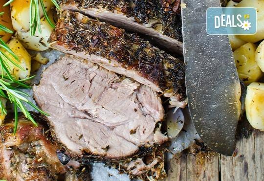 Два килограма и половина - цяла свинска плешка без кост, пълнена с плънка от ориз, гъби, зеленчуци и подправки от кулинарна работилница Деличи! - Снимка 1