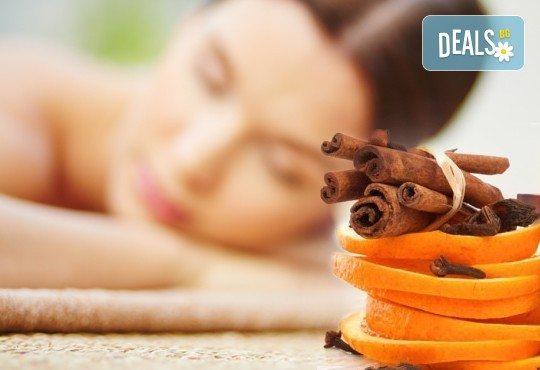90-минутна СПА терапия Коледна Фантазия - дълбокорелаксиращ антистрес масаж на цяло тяло с портокал и канела и пилинг с шоколад от Ganesha! - Снимка 1