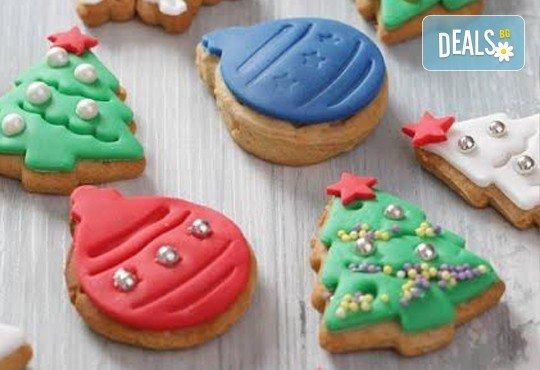 75 броя (един килограм) коледно-новогодишни меденки и бисквити с празнична декорация от Muffin House! - Снимка 2
